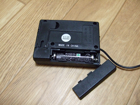 電池式(単4型)で稼動します。