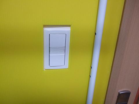部屋の照明のスイッチにも干渉していません。