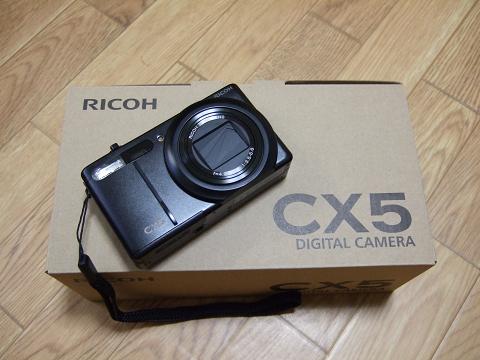 デジタルカメラ RICOH CX5 です。