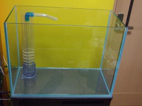 水槽は、(幅)60cm×(奥行)30cm×(高さ)45cmのオーバーフローです。