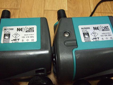 NJ1700とNJ3000は、このシールで見分けます。