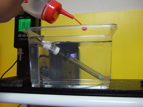 バッファーアルカリを溶いた水をポタポタと添加