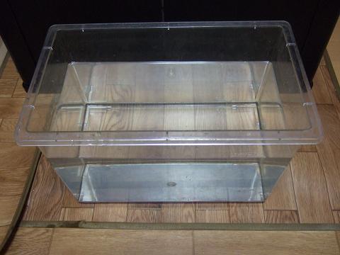 飼育水を「還元ろ過BOX」が完全に浸る深さまで入れました。