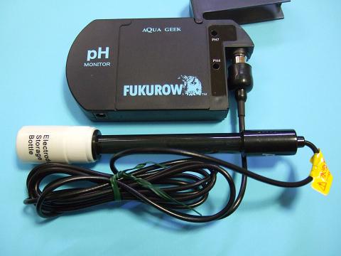 FUKUROWの本体にPHエレクトロード(電極)を接続