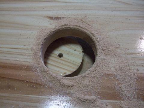 天板に穴が開きました。