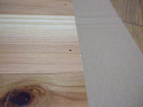 木ネジを打つ場所に印をつけました。