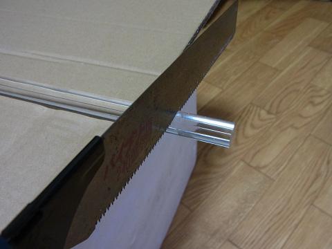 1cm角のアクリル棒でフタの「取っ手」を作成