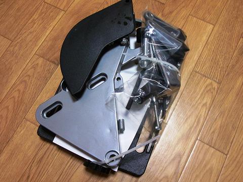 ディスクグラインダー用スタンド(SK11 藤原産業社)の箱の中身です。