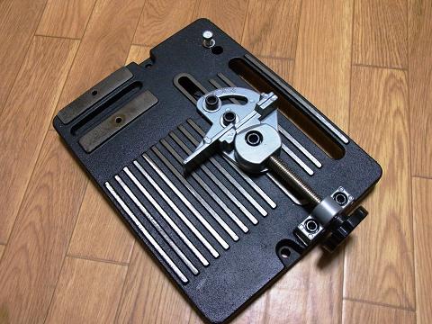 ディスクグラインダー用スタンド(SK11 藤原産業社)の「ベースクランプセット」