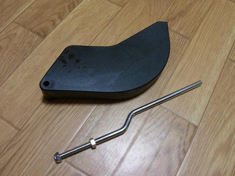 ディスクグラインダー用スタンド(SK11 藤原産業社)の「飛散カバー」と「飛散カバー用軸」です。