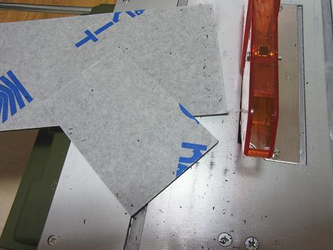 スーパーサーキュラーソウテーブルで塩ビ板をカット