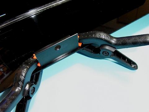 「吸盤(キスゴム)の取り付け部品」をコーナーカバー本体に仮組み