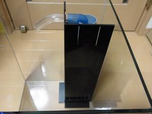 コーナーカバーを水槽に設置しました。