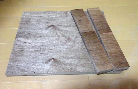 「ディスクグラインダースタンド」の「ベース(土台の板)」として利用する「ベニヤ板」