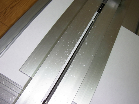 「プロクソン・スライドソウ SS630」による「塩ビ板」の切断