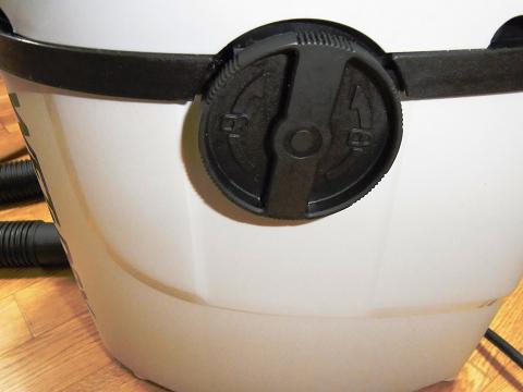 集塵機(E-Value 乾湿両用掃除機 10L EVC-100P)のラッチ