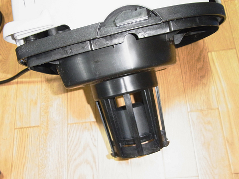 集塵機(E-Value 乾湿両用掃除機 10L EVC-100P)のモーターヘッドの裏側