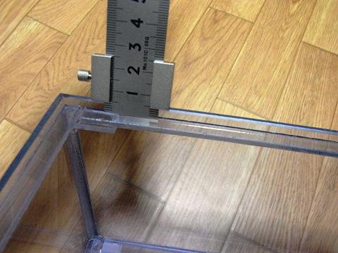 塩ビのウールボックスのフタ受けの深さを測る